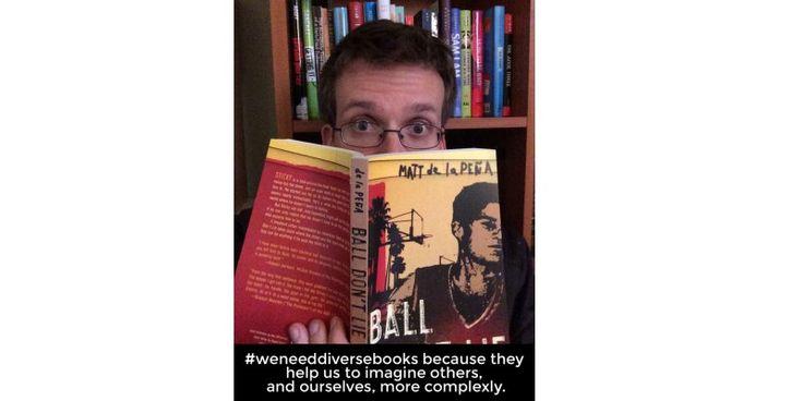 John Green leyendo una novela de Matt de la Peña y por qué necesitamos libros diferentes