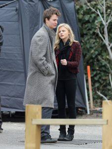Chloë Grace Moretz y Ansel Elgort durante el rodaje de Los criminales de noviembre (1)