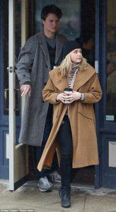 Chloë Grace Moretz y Ansel Elgort durante el rodaje de Los criminales de noviembre (4)
